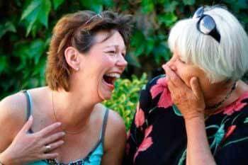 Улыбка и смех снимают усталость, растормаживают защитную реакцию организма