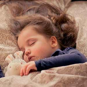 Скрип-зубами-во-сне-у-детей-причины